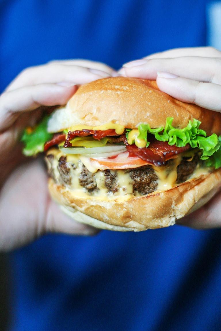 eatscape-03-the-burger-joint16